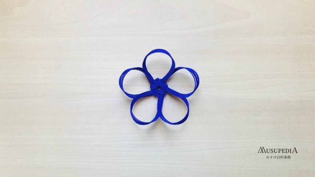 折りたたむ花の結び方の基本形